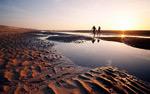 沙滩黄昏情侣