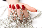 握珠宝的手