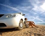 沙滩上汽车与男人