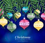圣诞松枝和吊球