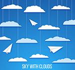 天空中的云朵和纸飞机