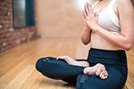 盘坐瑜伽女人