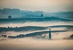 晨雾中的乡村
