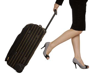 拉着行李箱的女人