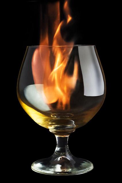 酒杯内的火焰