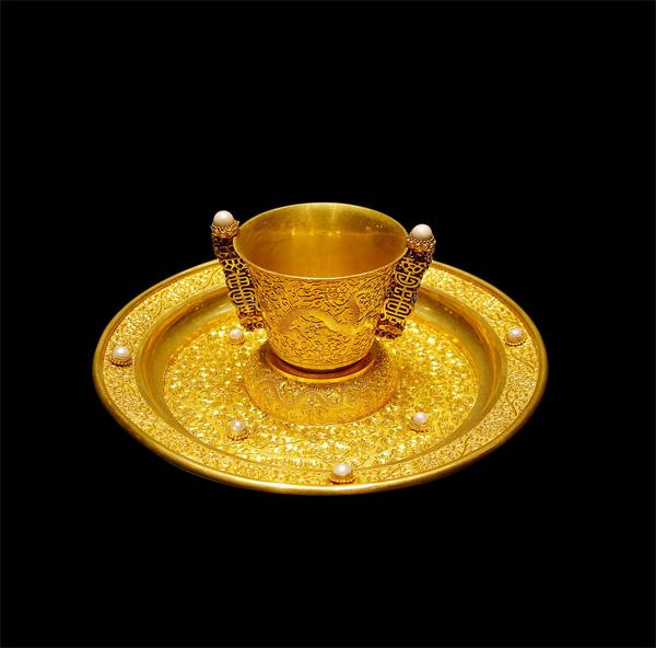 黄金杯子与盘子