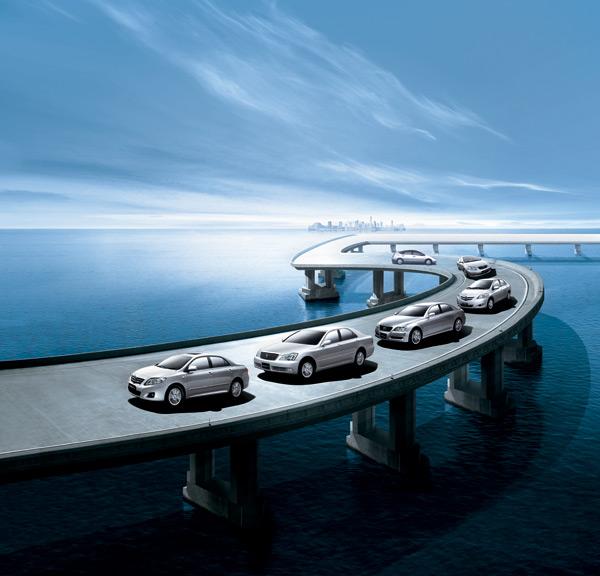 海面大桥上的轿车