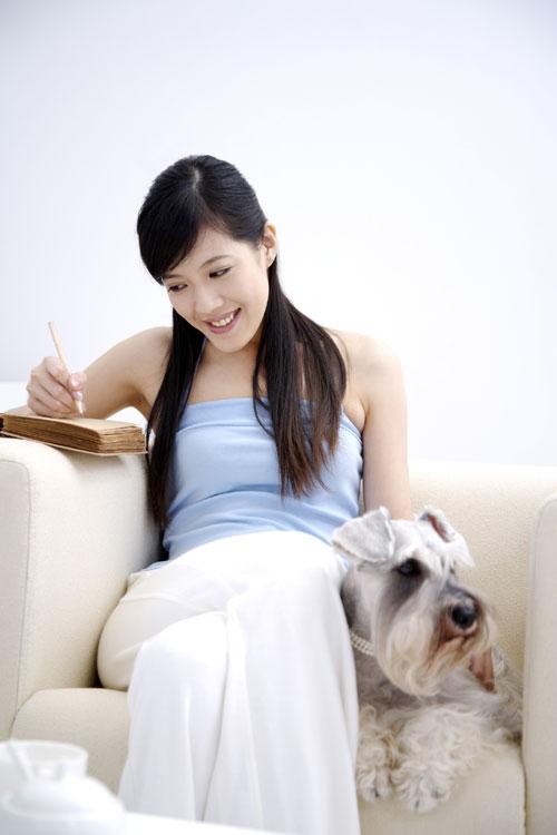女性与宠物 生活人物 素材中国