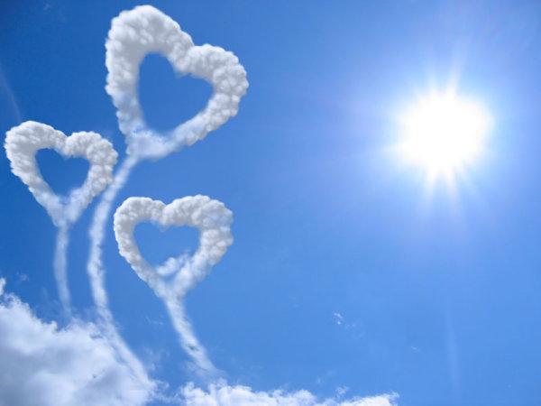 Romantic heart-shaped cloud 4