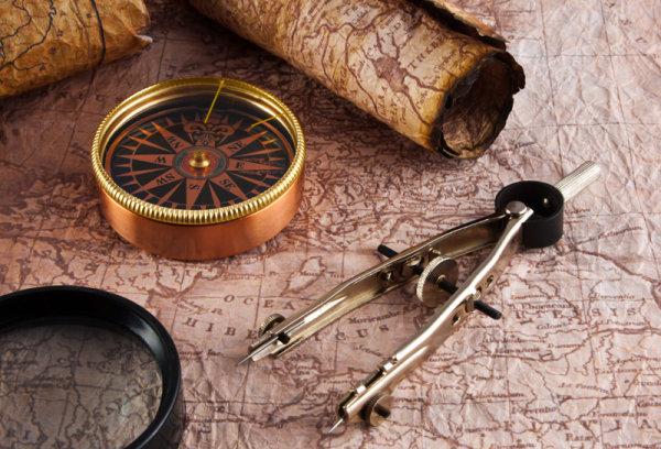 航海地图与指南针