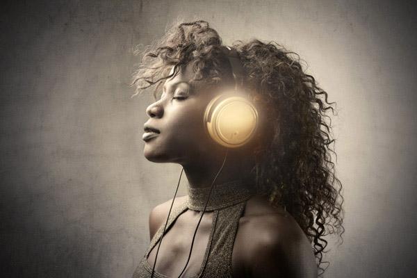 听音乐的美女 其它