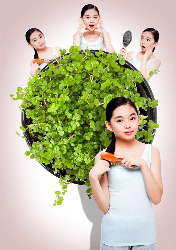 爱打扮的小女孩_素材中国sccnn.com