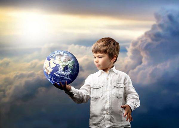 手捧地球的男孩