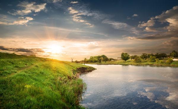 素材分类: 自然风景所需点数: 0 点 关键词: 唯美复古风景图片,天空图片