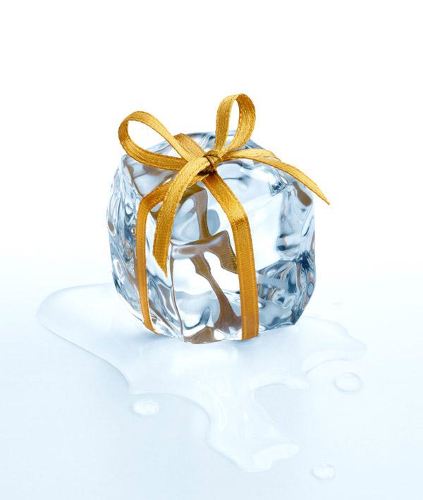 丝带捆着的冰块