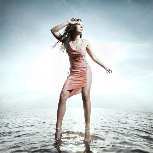 水中的长发美女图片