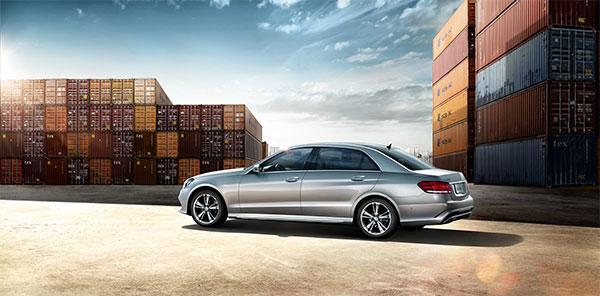 奔驰汽车,轿车,汽车,高级轿车,奔驰e级,运动型,银灰色车体,车侧,码头