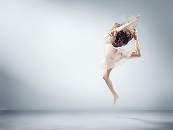 跳跃的舞者图片