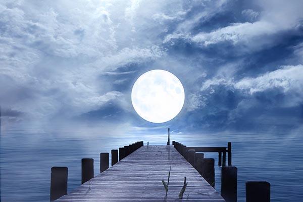 码头满月美景