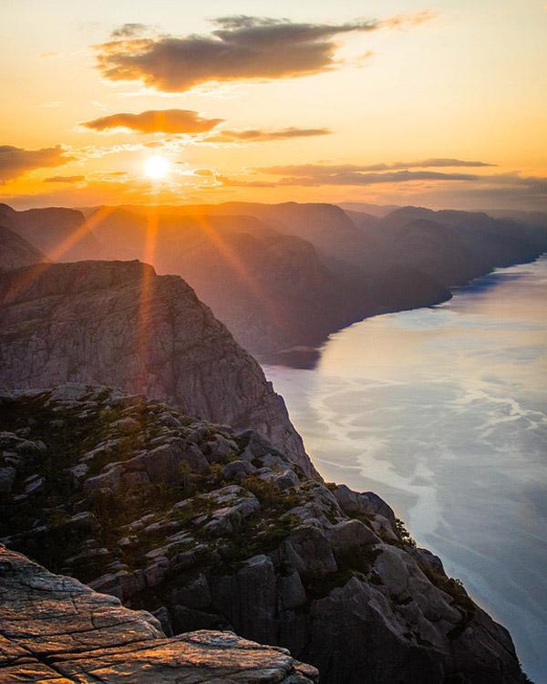 海边悬崖日出