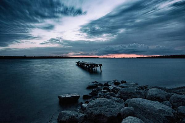 平静湖景图片