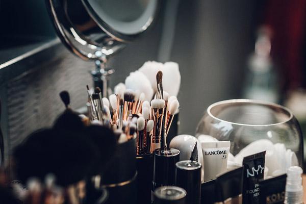桌面化妆品