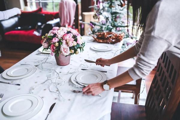 准备圣诞晚餐