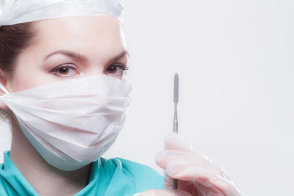 戴口罩的女医生