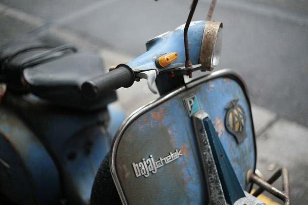 老旧摩托车