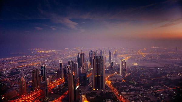 城市黄昏鸟瞰图