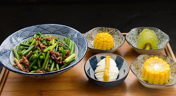 蒜苔炒肉图片