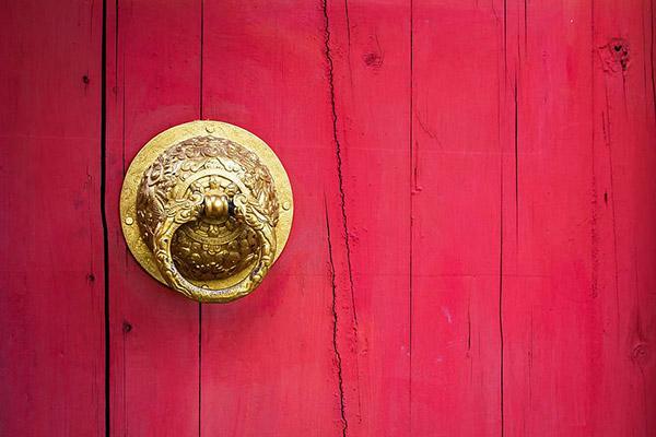 金色龙纹门环图片