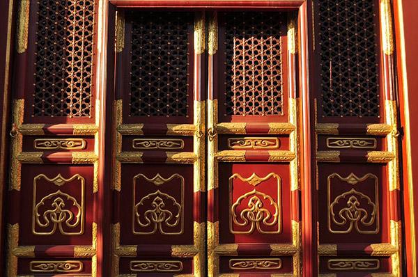 华丽红色木门