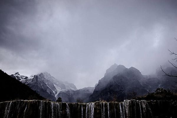 丽江雪山流水图片