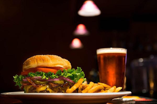 汉堡和啤酒