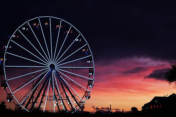 游乐园夜景