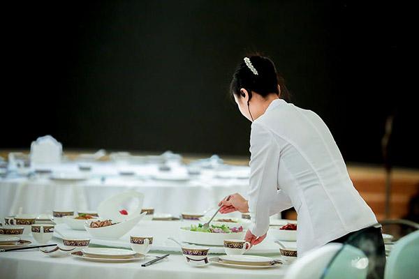 餐厅女服务员