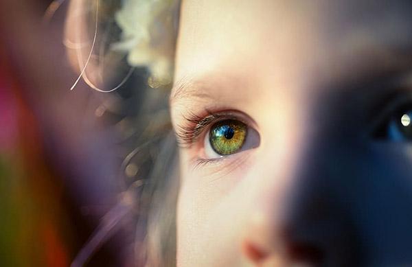 宝宝眼睛特写
