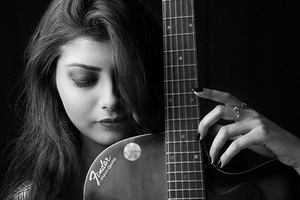 美女吉他手