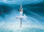 海波下的舞女