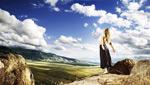 旷野中的女人