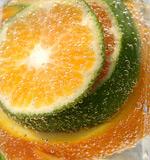 水中的橙子