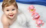 洗浴的可爱孩子