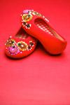 珠片红布鞋