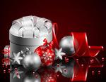 圣诞节礼盒与彩球