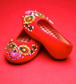 红色绣花鞋
