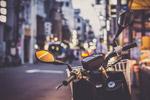 路边摩托车图片