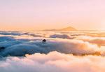 日落雾气山林