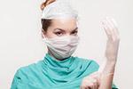 带乳胶手套的医生