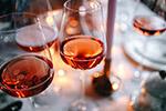 桌上的红酒